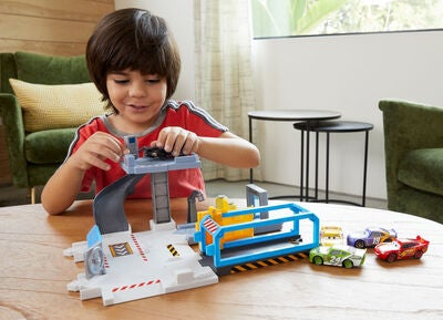 Disney Cars Spielset Rust-Eze Tune-Up Center
